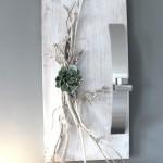WD39 - Edle Wanddeko! Holzbrett gebeizt und weiß gebürstet, natürlich dekoriert mit einer künstlichen Sukkulente und einer Edelstahlleiste die als Teelichhalter oder Blumenvase dient! (Reagenzglas) Größe 30x60cm - Preis 54,90€