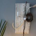 WD79 - Zeitlose Wanddeko! Altes Holzbrett, aufgearbeitet und weiß gebeizt, natürlich dekoriert mit einem kleinen Rebenkranz,Teelicht und einem Ornamentherz! Preis 49,90€