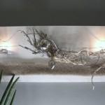 WD78 - Edle Wanddeko! Holzbrett weiß gebeizt, natürlich dekoriert mit Filzband, einer Edelstahlkugel, einem Metallornamentherz, zwei Teelichtgläsern und natürlichen Materialien! Preis 64,90€ - Größe 30x80cm