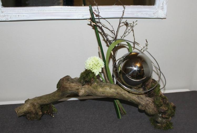 Wurzel - behandelt und fertig dekoriert