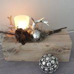 HE76 - Holzblock aus altem Holz, bearbeitet und thermisch behandelt, dekoriert mit natürlichen Materialien, einer kleiner silberfarbenen Eichel, einem silberfarbenen Hirschgeweih und einem Teelichtglas! Preis 44,90€ Breite ca 25cm Dekokugel 9,90€ Durchmesser 7 cm