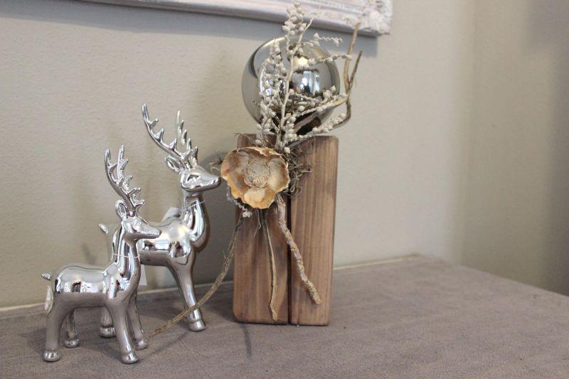 HE79 - Kleine Säule, dekoriert mit natürlichen Materialien und einer Edelstahlkugel! Preis 44,90€ Höhe ca 30cm