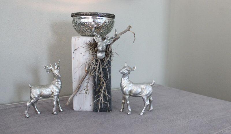HE84 - Kleine Säule, dekoriert mit natürlichen Materialien, Filzband, einem kleine Hirschkopf und einer Glasschale! Preis 39,90€ Höhe ca 25cm