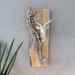 HE86 - Wanddeko aus altem Holz, dekoriert mit natürlichen Materialien, einem Kunstfell und einem Hirschkopf! Preis 59,90€ höhe ca 50cm