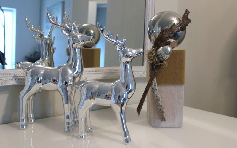 HE101 - Kleine Säule, weiß gebürstet, dekoriert mit natürlichen Materialien, Filzband, silberfarbiger Eichel und Edlestahlkugel! Preis 44,90€ Höhe ca.35cm