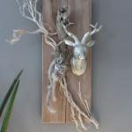 HE61 - Wanddeko aus altem Holz! Altes Brett bearbeitet und gebeizt,dekoriert mit natürlichen Materialien, einem Ornamentherz und einem kleinen Hirschkopf! Größe ca.20x60cm - Preis 59,90€