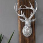 HE92 - Wanddeko aus altem Scheunenbrett mit einem großen Hirschkopf! Preis 54,90€ Größe ca. 50x15cm Größe kann in der Breite abweichen!