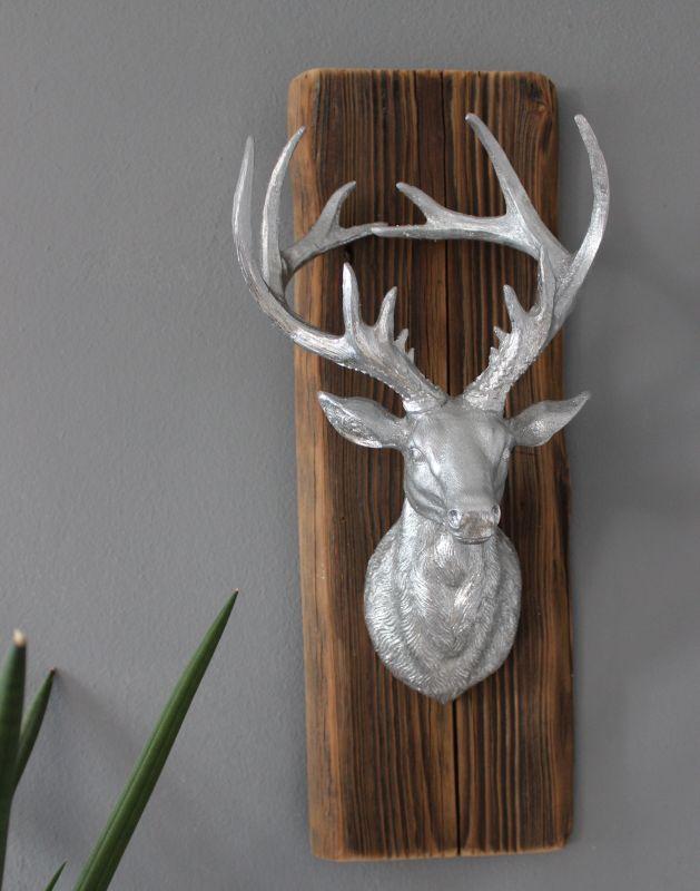 HE92 - Wanddeko aus altem Scheunenbrett mit einem großen Hirschkopf! Preis 44,90€ Größe ca. 50x15cm Größe kann in der Breite abweichen!