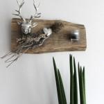 HE40 – Wanddeko aus altem Holz! Dekoriert mit einem Hirschkopf, Kunstfell, Teelichtglas und Materialien aus der Natur! Preis 59,90€