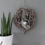 HE30 – Kranz als Tür oder Wanddeko! Großer Rebenkranz dekoriert mit einem Kunstfell, Bändern und einem Herz! Preis 34,90€