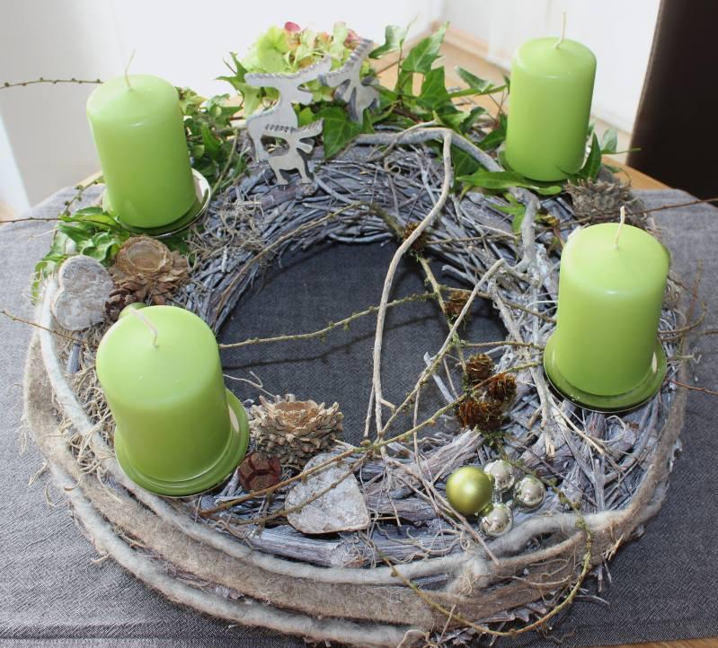 Aw01 adventskranz nat rlich dekoriert mit filzb ndern for Dekorieren mit geweihen