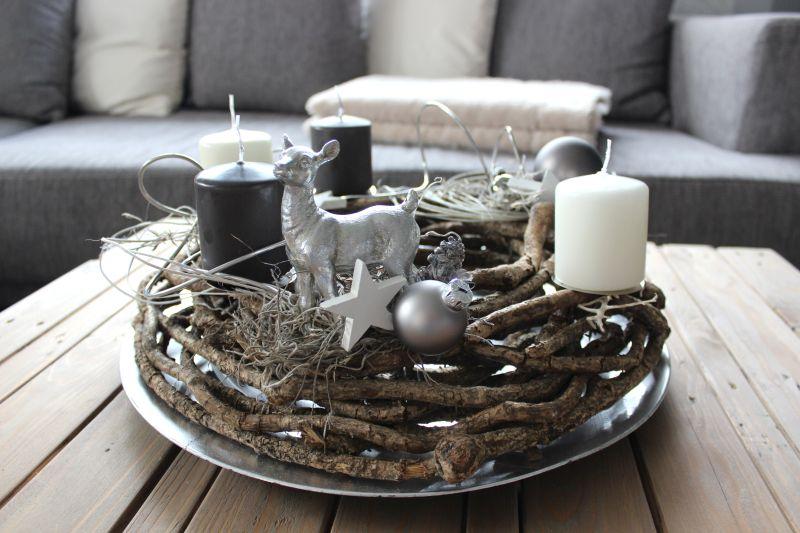 AW95 - Rebenkranz dekoriert mit natürlichen Materialien, Draht, einem Bami, Sternen und Kugeln! Preis 49,90€ Aufpreis Kerzen 8,00€ Durchmesser ca 40cm