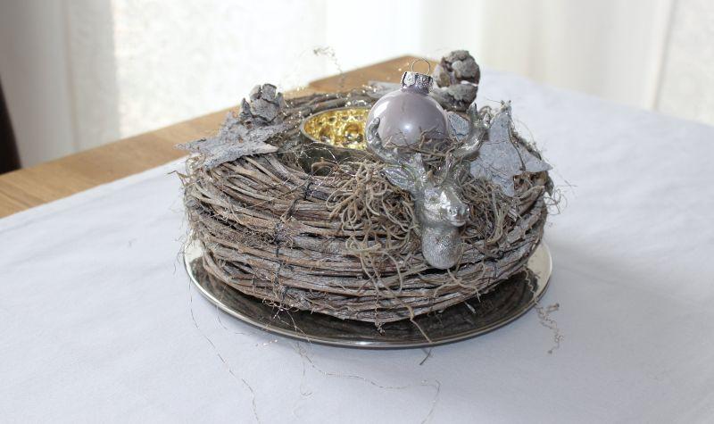 AW98 - Weihnachtlicher Kranz aus Weidengeflecht! Dekoriert mit einem kleinen Hirschkopf, Sternen, Kugel und natürlichen Materialien! Preis 14,90€ Durchmesser ca 20cm Teelicht 5,90€ Teller 9,90€