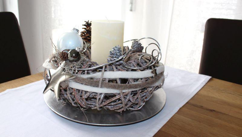 AW100 - Weihnachtlicher Rebenkranz ,dekoriert mit natürlichen Materialien, Edelstahlstern, Bändern, Draht und Kugeln! Preis ohne Kerze 39,90€ Durchmesser ca 30cm Teller 4,90€