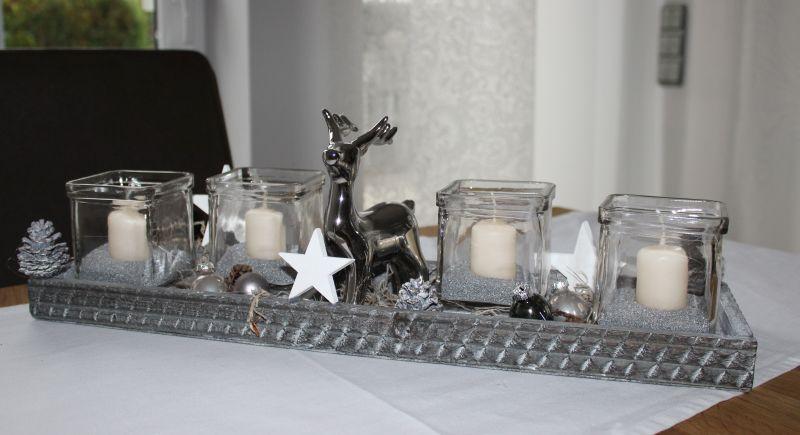 AW103 - Holztablett als Adventsdekoration, dekoriert mit Sternen, natürlichen Materialien, Kugeln, Teelichtgläsern und einem Hirsch! Erhältlich auch in weiß! Größe ca 15x50cm Preis 39,90€