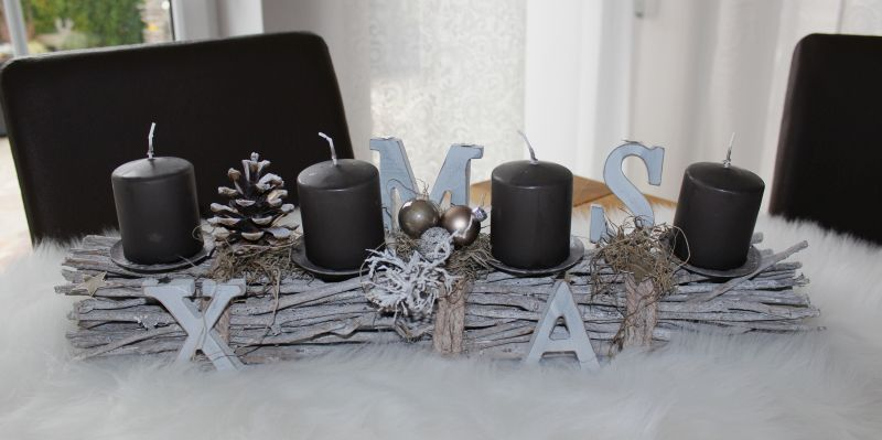 AW134 - Adventsdeko aus Holzstäben, dekoriert mit natürlichen Materialien, XMAS-Buchstaben und Kugeln! Preis 34,90€ Breite 55cm Aufpreis Kerzen 8,00€
