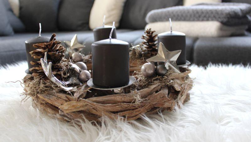 AW110 - Adventskranz aus Schwemmholzteilen, dekoriert mit natürlichen Materialien, Hirschgeweihe, Alusternen und Kugeln! Preis OHNE Kerzen 49,90 Durchmesser ca, 35cm