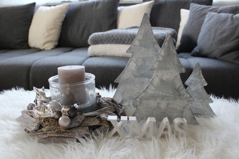 AW108 - Adventsdeko aus Schwemmholzteilen, dekoriert mit Kugeln und einem Bambi! Preis ohne Sand und Kerze 24,90€ XMAS Schriftzug 3,50€