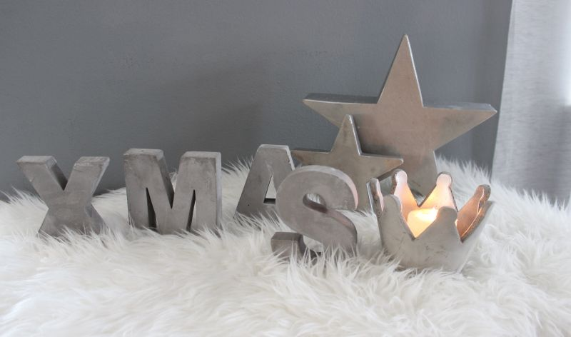 AW120 - XMAS Serie aus Beton! Stern zum Stellen ca.30cm 19,90€ ca.17cm 7,50€ XMAS Schriftzug 16,90€ Krone 7,50€