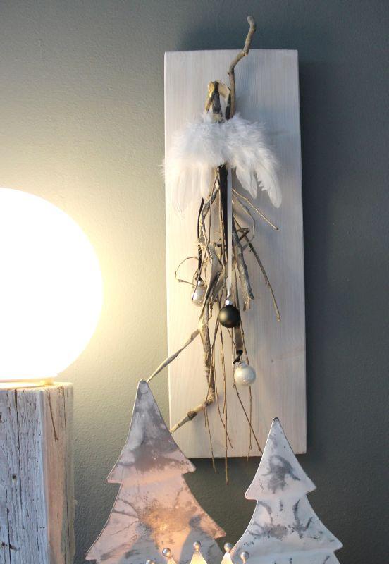AW129 - Weihnachtswanddeko aus neuem Holz, dekoriert mit natürlichen Materialien, Kugeln und Engelsflügel! Preis 39,90€ Größe 20x60cm