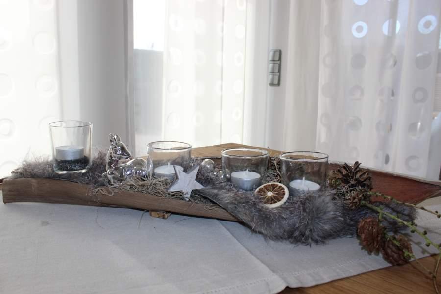 AW50 – Adventsdeko aus einem Kokosblatt! Natürlich dekoriert mit einem Kunstfell, Kugeln, einem Bambi und Sternen! Preis 39,90€