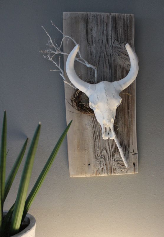 TI001 - Wanddeko aus altem Holz, dekoriert mit natürlichen Materialien und einem Büffelschädel! Preis 34,90€ Größe ca. 45x20cm