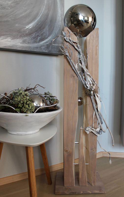 GS120 - UNIKAT! Große gespaltene Säule aus drei Teilen, dekoriert mit Materialien aus der Natur, einem kleinen Hirschkopf, einer kleinen und einer großen Edelstahlkugel die herausnehmbar ist! Preis 149,90€ Höhe ca. 110cm