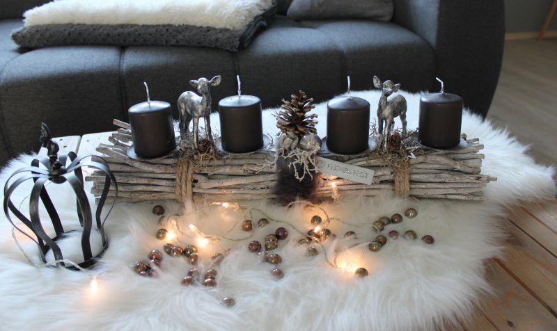 AW137 - Adventsdeko aus Holzstäben, dekoriert mit natürlichen Materialien, zwei Bambis, Kunstfell, Sterne und Kugeln! Preis ohne Kerzen 44,90€ Breite 55cm Metallkrone 9,90€ Glasperlenset 4,90€