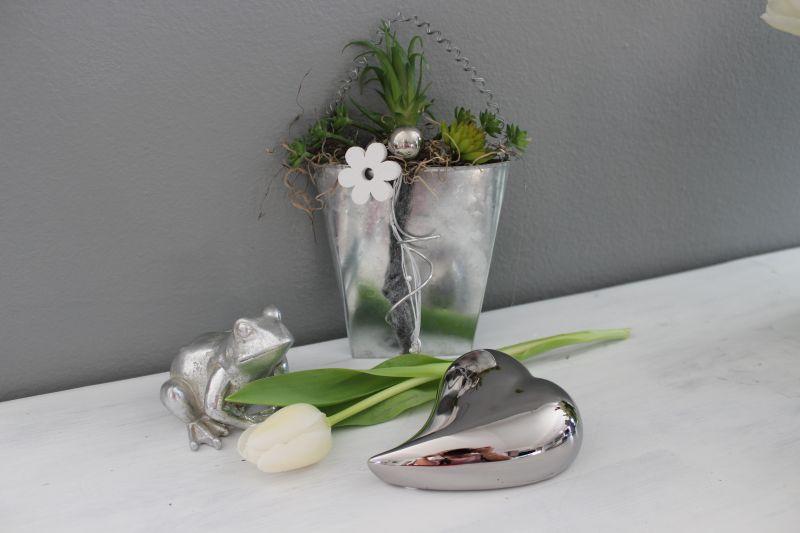 TD234 - Tasche aus Metall dekoriert mit künstlichen Sukkulenten, Bändern und einer Edelstahlkugel! Preis 14,90€ Größe 13 x 8,5cm Frosch 7,90€ Herz 3,90€