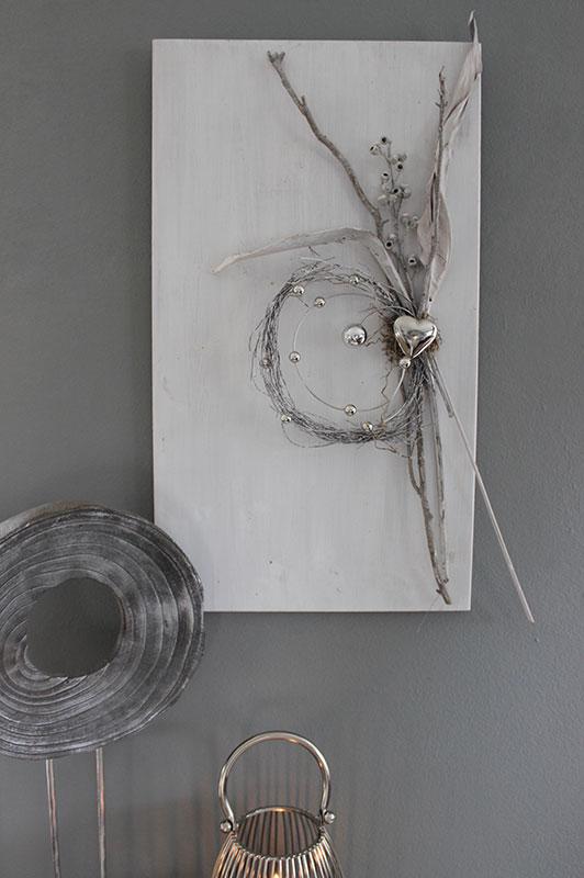 WD127 - Wanddeko aus neuem Holz, dekoriert mit natürlichen Materialien, Aludraht mit Kugeln und einem Edelstahlherz! Preis 69,90€ Größe 40x70cm