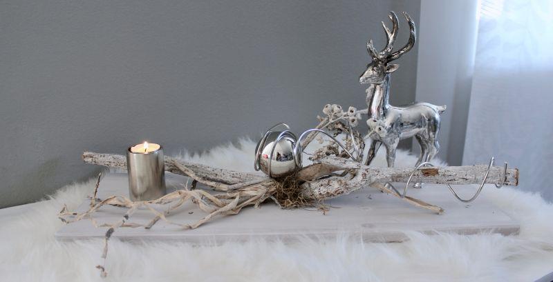 TD258 - Tischdeko aus neuem Holz weiß gebeizt, dekoriert mit natürlichen Materialien und einer Edelstahlkugel! Preis 39,90€ Größe ca. 20x55cm Hirsch stehend 19,90€ Größe 13x24cm