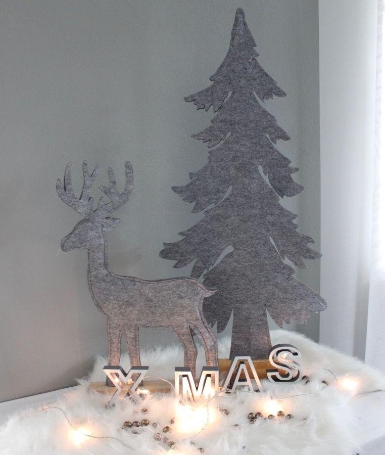 AW152 - Tannenbaum aus Filz! Preis 24,90€ Größe ca. 85x40cm Hirsch aus Filz! Preis 14,90€ Größe ca. 50x35cm Schriftzug XMAS aus Holz Preis 9,90€ Größe 9x36cm