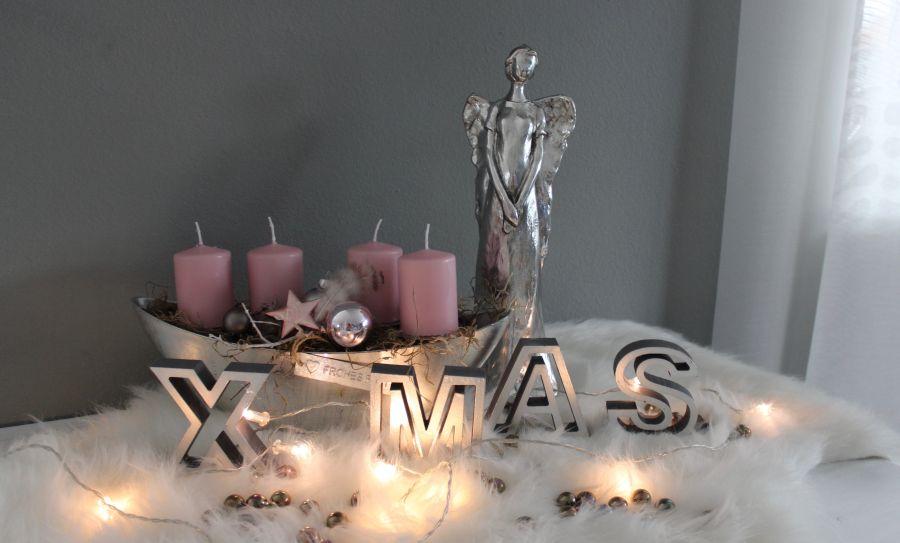 AW154 - Schale als Adventsdeko, dekoriert mit natürlichen Materialien, Kerzenteller, Federn, Stern und Kugeln. Preis ohne Kerzen 24,90€ Kerze je 2,00€ Engel aus Polystein Preis 39,90€ Höhe 35cm