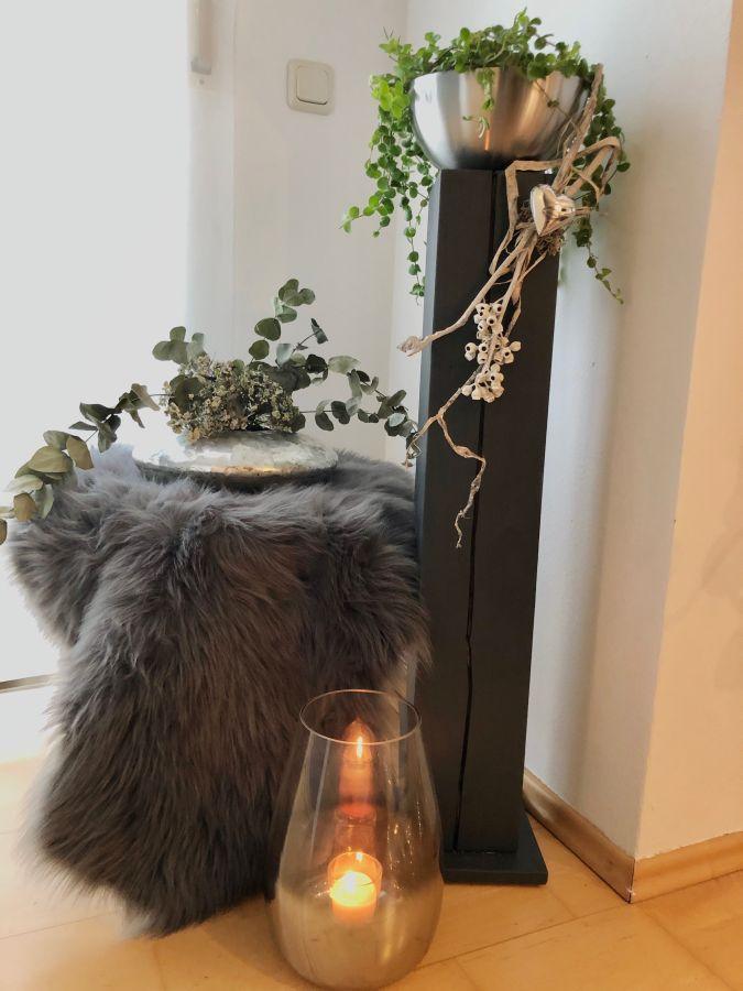 GS125 - Dekosäule für Innen und Aussen! Holzsäule dekoriert mit Materialien aus der Natur, einem Edelstahlherz und einer Edelstahlschale zum bepflanzen! Preis 84,90€ Höhe ca 100cm