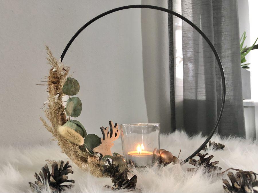 AW161 - Metallring als Advents und Weihnachtsdeko, dekoriert mit natürlichen Materialien, Sterne, Kugeln, einem kleinen Hirschkopf und einem Teelichtglas! Preis 24,90€ Durchmesser 25cm