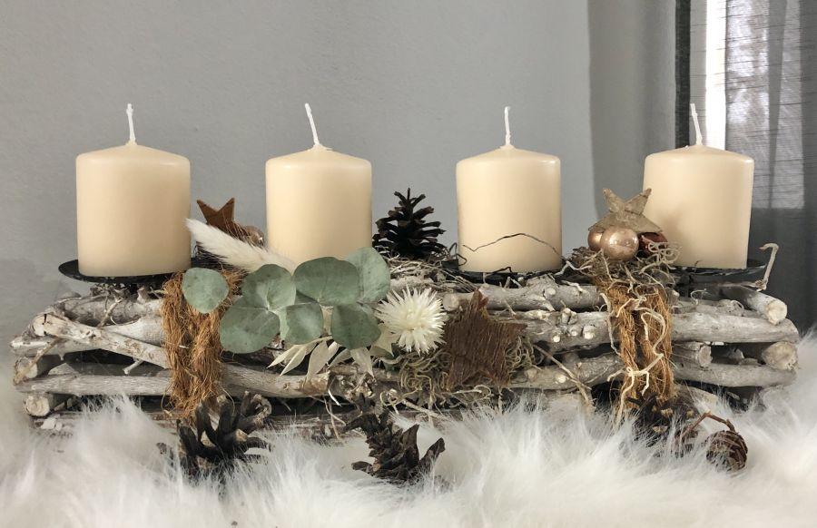 AW162 - Adventsdeko aus Holzstücken, dekoriert mit natürlichen Materialien, Kokoseil, Sternen und Kugeln! Preis ohne Kerzen 24,90€ Breite 40cm