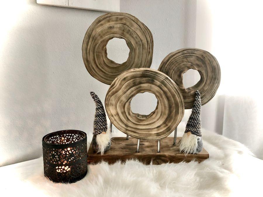 HE121 - Holzdeko-Ornament auf Sockel! Preis 54,90€ Größe 44x42x15cm Metallwindlicht Preis 14,90€ Größe 10x10cm