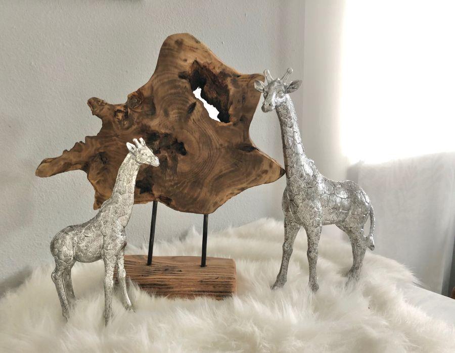 HE122 - Holzdekoornament auf Sockel! Preis 24,90€ Größeca.28x36cm Giraffe aus Polystein Preis 29,90€ Größe 15,5x25,5cm Preis 44,90€ Größe 23x34cm
