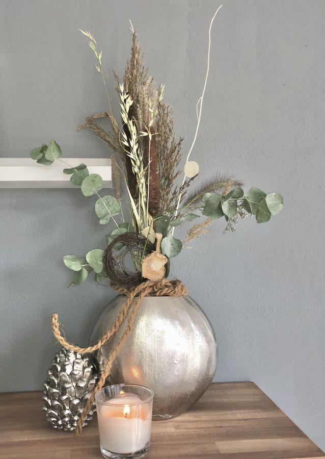 HE136 - Metallvase dekoriert mit natürlichen Materialien, Gräsern, Trockenblumen und Kokosseil! Preis 74,90€ Größe27x27cm Preis Vase ohne Deko 44,90€