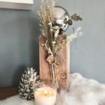 HE137 - Holzsäule dekoriert mit natürlichen Materialien, Gräsern, Trockenblumen und einer Edelstahlkugel! Preis 54,90€ Höhe ca.45cm