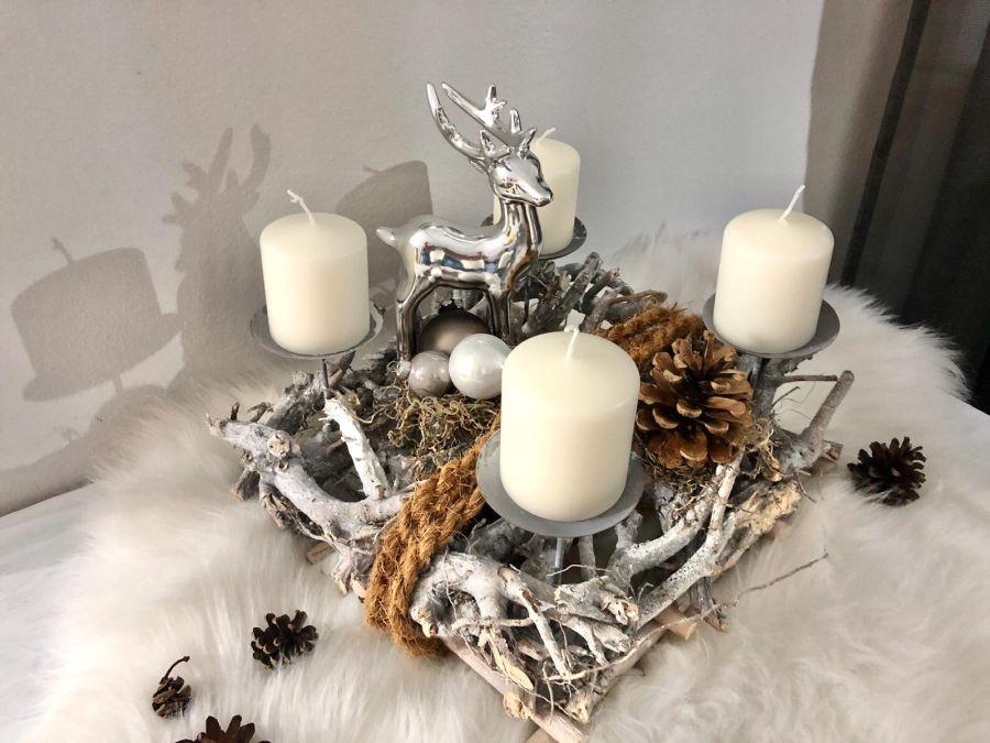 AW168 - Adventsdeko, dekoriert mit natürlichen Materialien, einem Hirschen, Kokosseil und Kugel! Preis 39,90€(Preis ohne Kerzen) Größe ca 35x35 cm