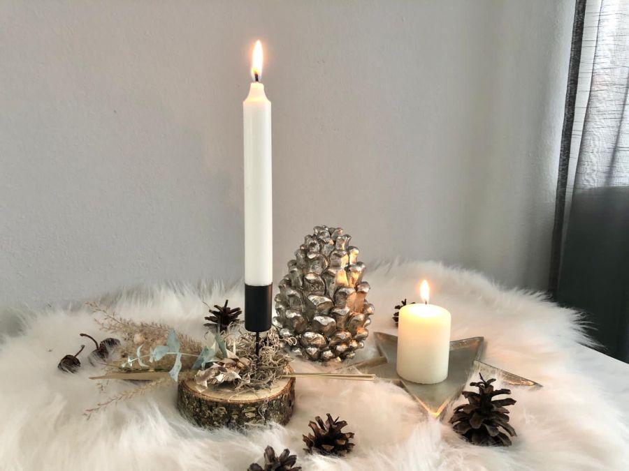 AW175 - Kleine Adventsdeko auf Baumscheiben, dekoriert mit einem Stabkerzenhalter und Trockenblumen! Preis 19,90€ (Preis ohne Kerze) Durchmesser ca. 10cm Aluminiumschale Stern Preis 9,90€ (Preis ohne Kerze) Größe 10×2,5cm