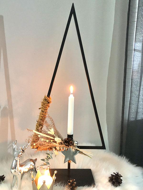 AW176 - Baum aus Metall, dekoriert mit Gräsern, Trockenblumen, natürlichen Materialien, einem Stern und Kokosband! Preis 54,90€ Größe 70x30x12cm