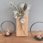 KL102 - Kleine Dekosäule aus neuem Holz, dekoriert mit natürlichen Materialien, Trockenblumen, einer Edelstahlkugel und einem Ornamentteilchen! Preis 44,90€ Höhe 35cm Metallring als Kerzenhalter Preis 9,90€ Durchmesser 15,5 cm