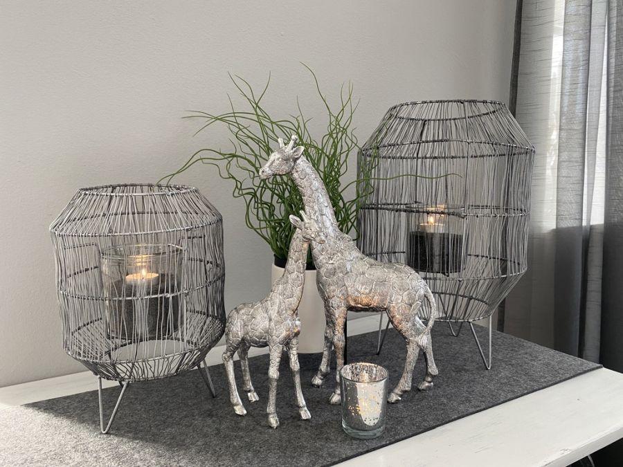 TD576 - Metall-Laterne schwarz-silber Preis 39,90€ Größe 40x26cm Preis 24,90€ Größe26x20cm Giraffe aus Polystein Preis 29,90€ Größe 15,5×25,5cm