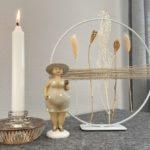 TD593 - Metallring auf Fuß, dekoriert mit Juteband und Trockenblumen! Durchmesser 25cm Preis 19,90€ Figur Kerzenhalter aus Glas für Stabkerzen und Teelichter! Preis 8,90€ Größe 10x5cm