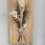 WD151 - Wanddeko aus neuem Holz eichefarbig gebeizt, dekoriert mit natürlichen Materialien, Trockenblumen, Gräsern und einem Ornamentteilchen! Preis 54,90€ Größe 30x60cm