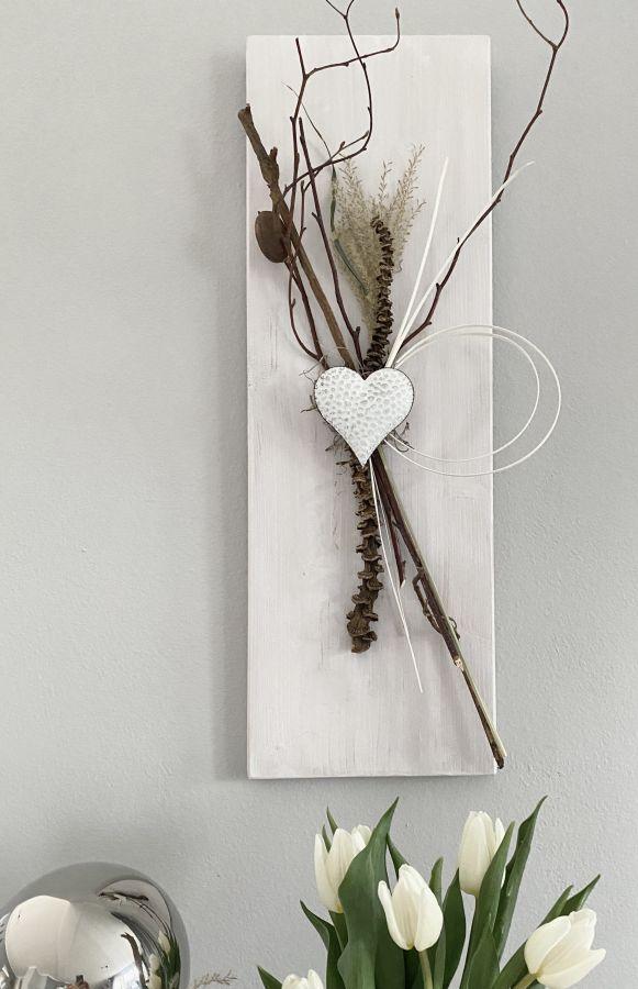 WD146 - Wanddeko aus neuem Holz weiß gebeizt, dekoriert mit natürlichen Materialien und einem Metallherz! Preis 39,90€ Größe 20x60cm