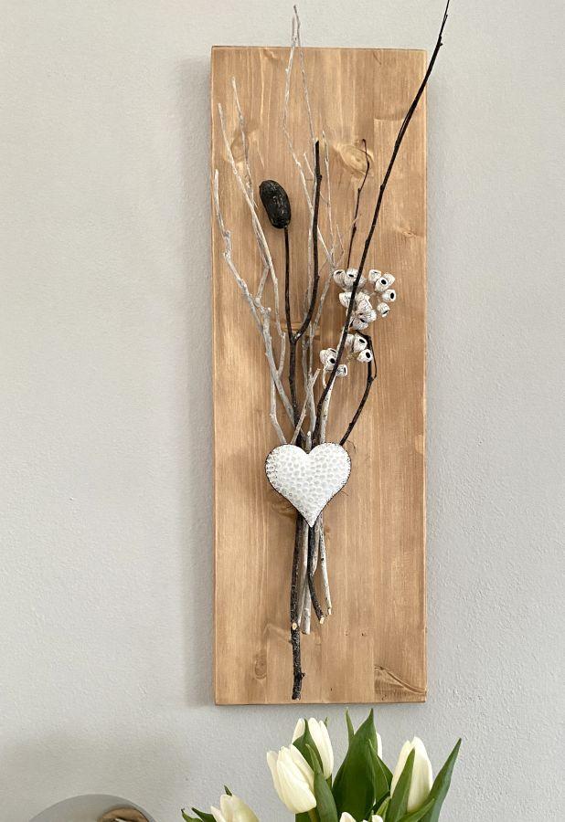 WD145 - Wanddeko aus neuem Holz eichefarbig gebeizt, dekoriert mit natürlichen Materialien und einem Metallherz! Preis 39,90€ Größe 20x60cm