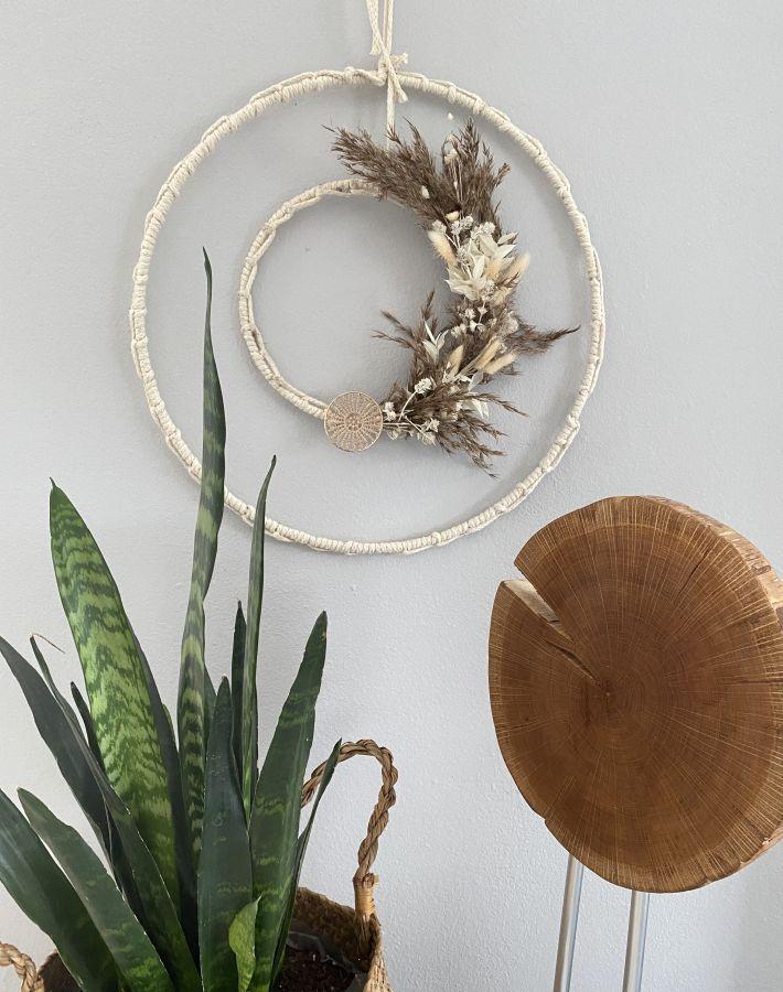 WD156 - Geflochtene Ringe als Tür, Wand oder Fensterdeko! Dekoriert mit Trockenblume und Ornamentteilchen aus Holz! Preis 69,90€ Durchmesser 40cm